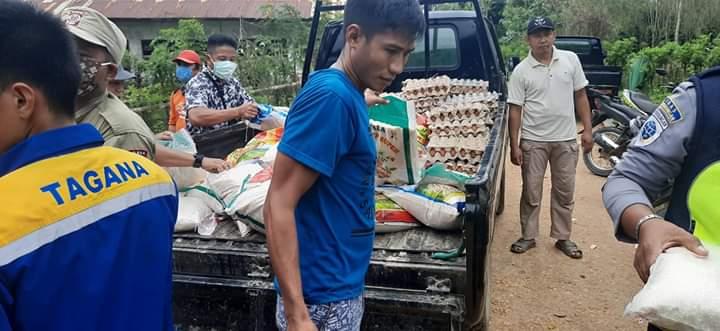 Bupati Konsel Salurkan Bantuan kepada Korban Banjir di Ranomeeto Barat