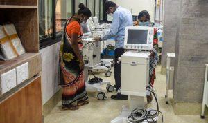 Kasus coronavirus India mencapai rekor tertinggi di tengah hujan monsun