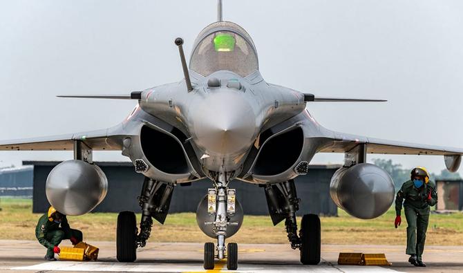 India mendapatkan jet tempur Prancis pertama di tengah sengketa perbatasan dengan China