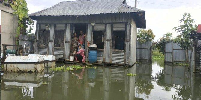 Ribuan orang berjuang untuk tetap bertahan saat banjir Bangladesh datangkan malapetaka