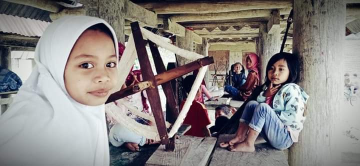 """Sekolah """"LUMBUNG"""" Dalam Film Selimut Kabut RONGKONG"""