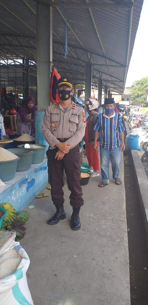 Cegah dampak pandemi COVID - 19, Kasubag Humas Polres Bulukumba terus berbagi masker