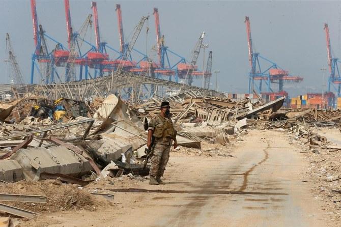 Tentara Lebanon memadamkan ledakan di Pelabuhan Beirut