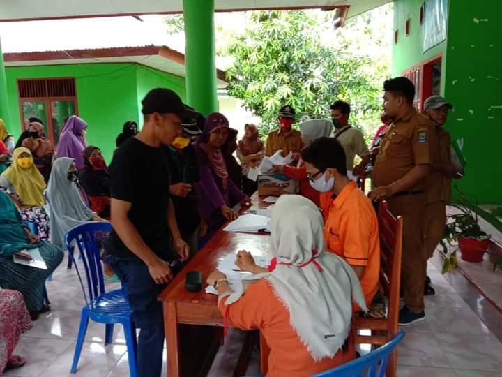 105 Warga Terdampak COVID -19 di Desa Jombe Terima Batuan Sosia Tunai