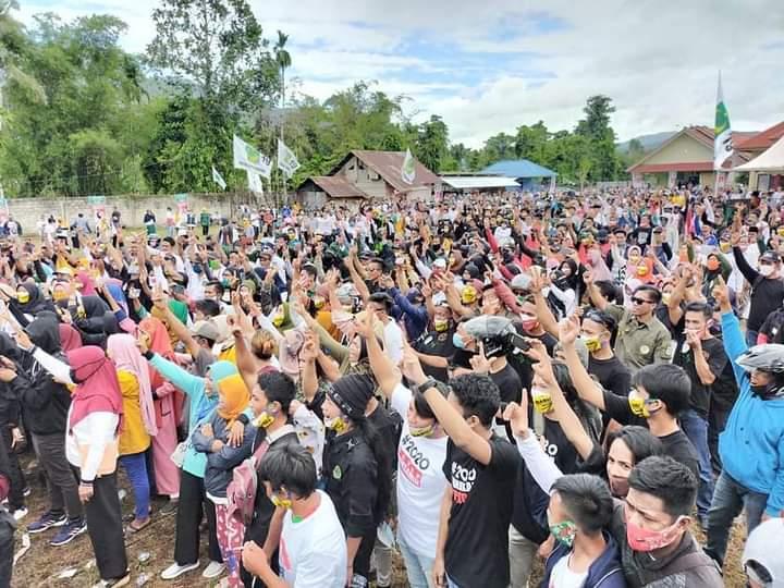 Komunitas Pesisir Ikut Mengawal Pasangan Rabu Saat mendaftar di KPU Konut