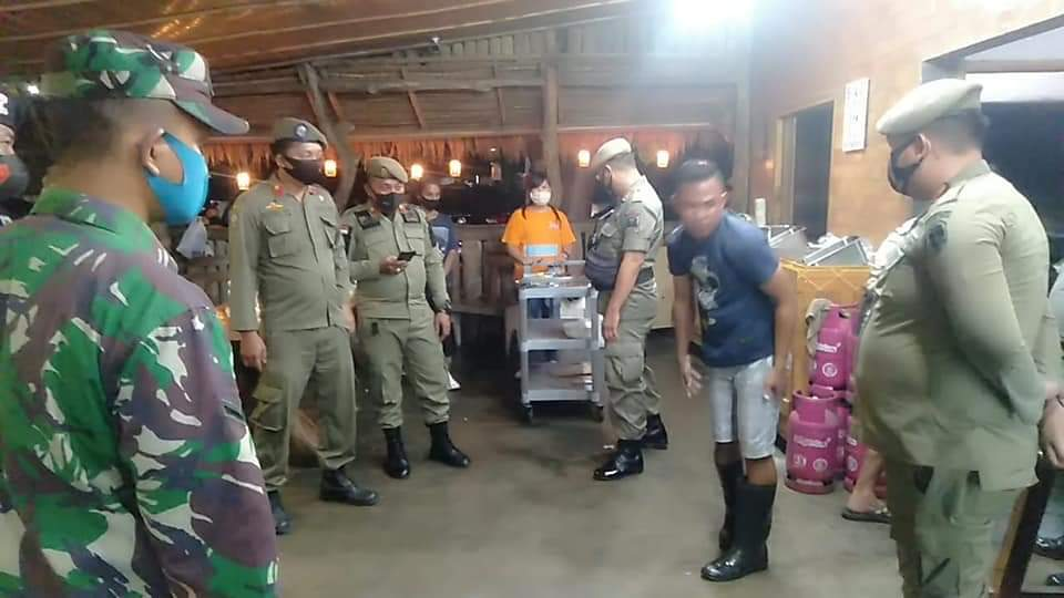 Petugas Gabungan Kota Manado Sweeping Warga Yang Melanggar Protokol Kesehatan
