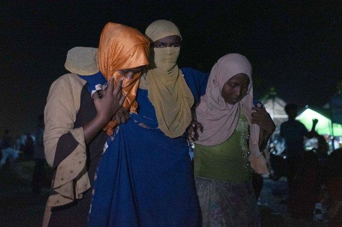 Hampir 300 orang Muslim Rohingya ditemukan terdampar di pantai di Aceh