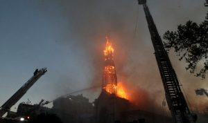 Demonstrasi ulang tahun Chili berubah menjadi kekerasan saat gereja dibakar