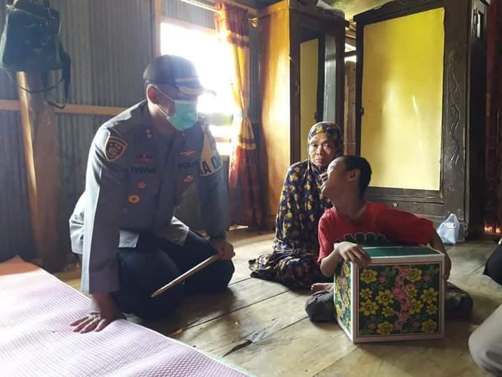 Peduli, Kapolres Sinjai Sambangi dan Berikan Bantuan Anak Lumpuh Kaku Bulupoddo