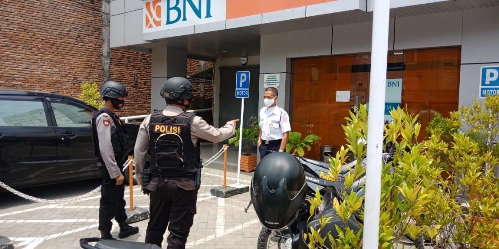 Gelar Patroli Dialogis, Satuan Sabhara Polres Sinjai Sambangi Obyek Vital Perbankan