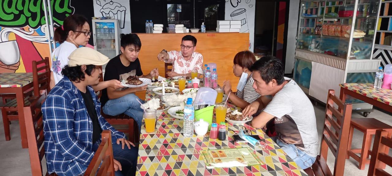 Ke Kota Bitung, Tidak Asik Jika Tak Berkunjung Di RM D'Mangga & Cafe
