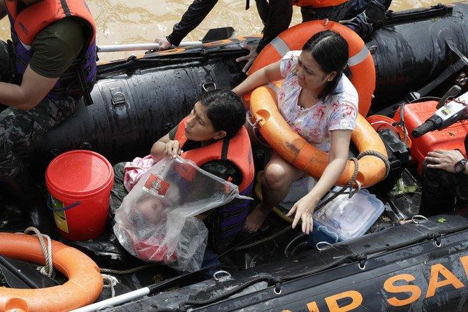 Filipina memburu puluhan orang yang hilang setelah topan paling mematikan tahun ini