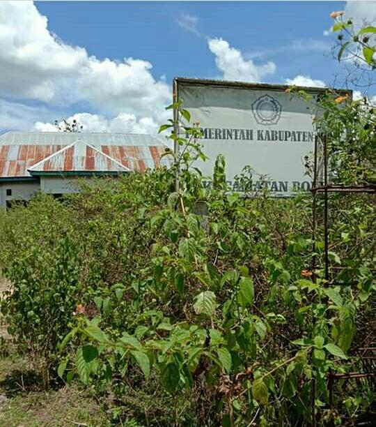 Memprihatinkan, Gedung Kantor Kecamatan Bone Kabupaten Muna tak terawat dan tak difungsikan