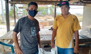 Kasi Tanaman Pangan Dinas Pertanian Kabupaten Jeneponto Kawal Penyerahan Pupuk Bantuan