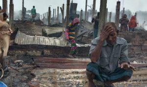 Api menghancurkan ratusan rumah di kamp pengungsi Rohingya
