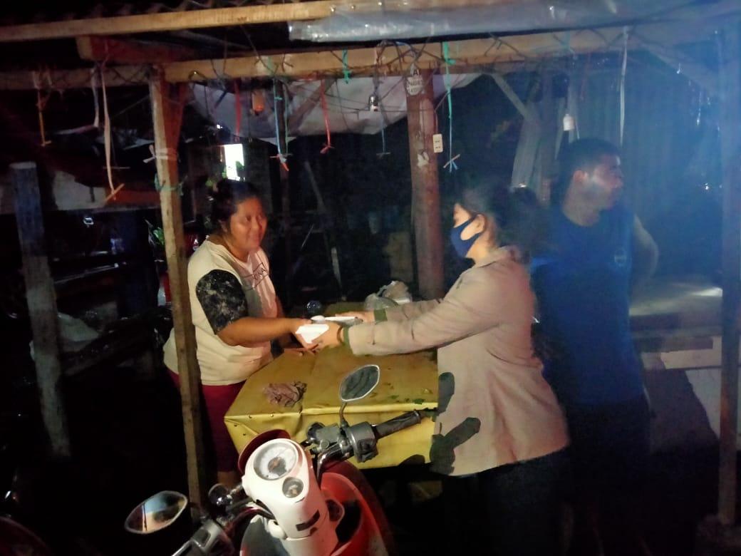 UKM Olahraga Polimdo salurkan makanan ke warga terdampak banjir dan tanah longsor