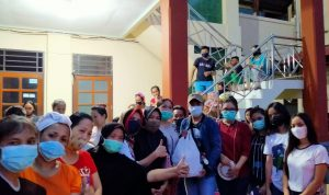 BEM Fakultas pertanian Unsrat Manado beri bantuan ke korban banjir dan tanah longsor