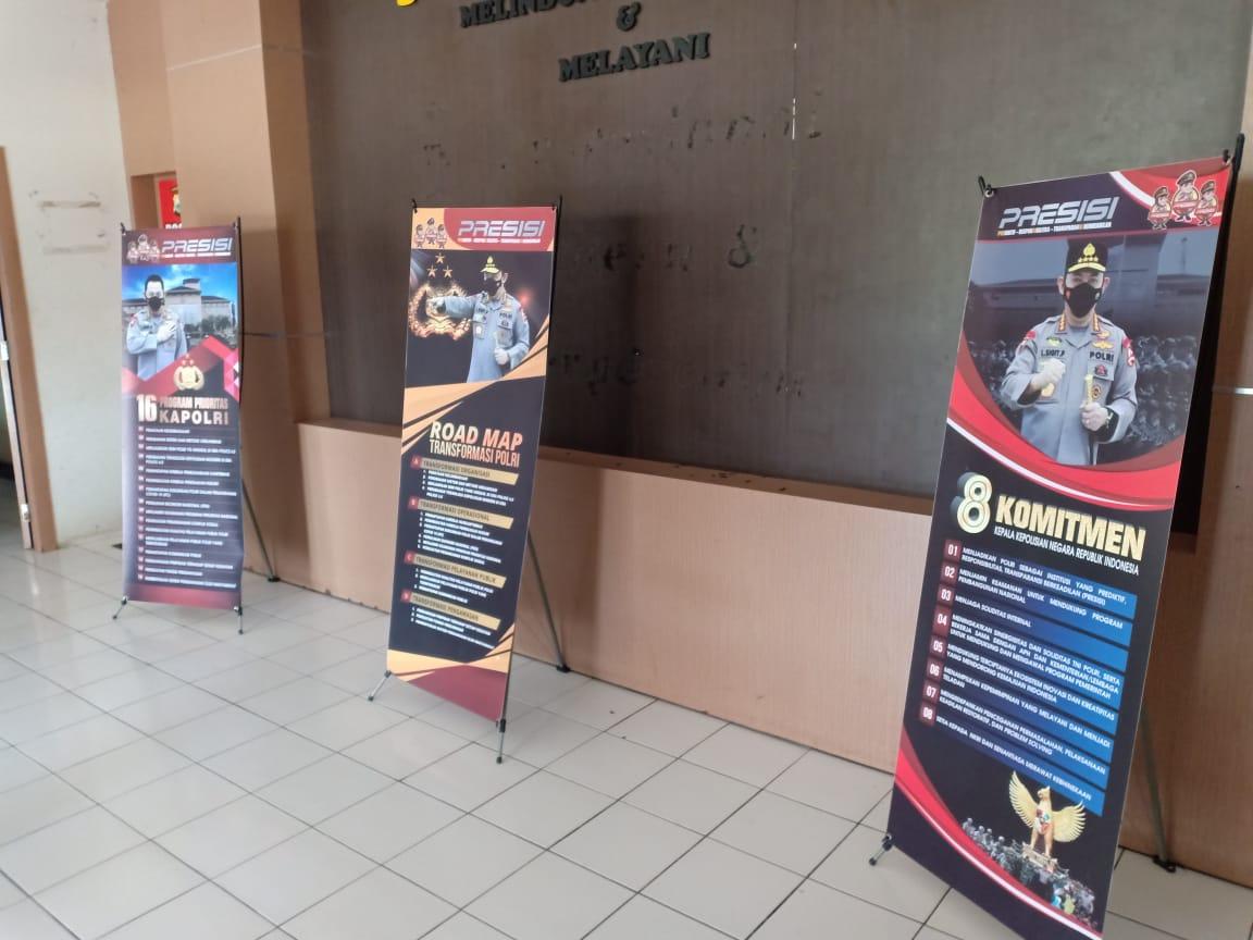 Polres Sinjai Pasang X-Banner Presisi Program Kapolri Baru