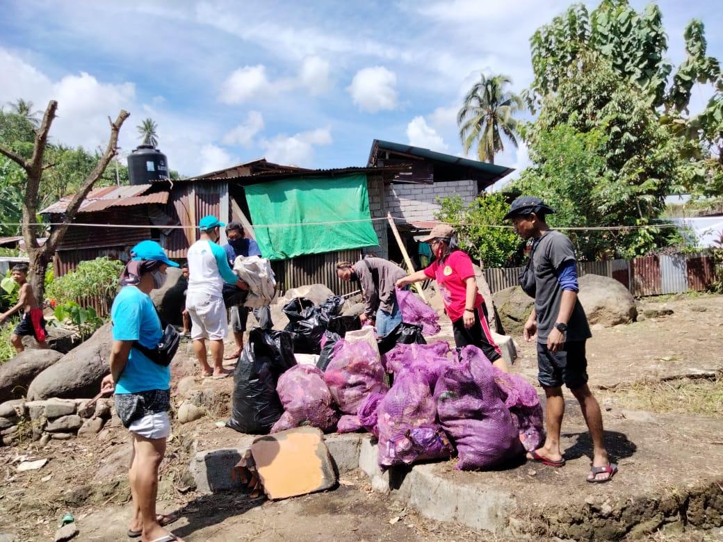 Peringati HPSN, BPkel Ormas Oi Myt Malalayang Bersihkan Kuala