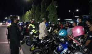 Malam Minggu, Pawas Polres Sinjai Pimpin Patroli Dan Pendisiplinan Protokol Kesehatan