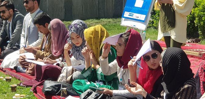 Para janda korban perang Afghanistan mencari bagian dalam proses perdamaian