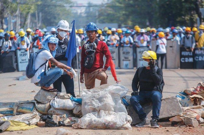 Pasukan Myanmar menargetkan pekerja kereta api atas serangan anti-kudeta