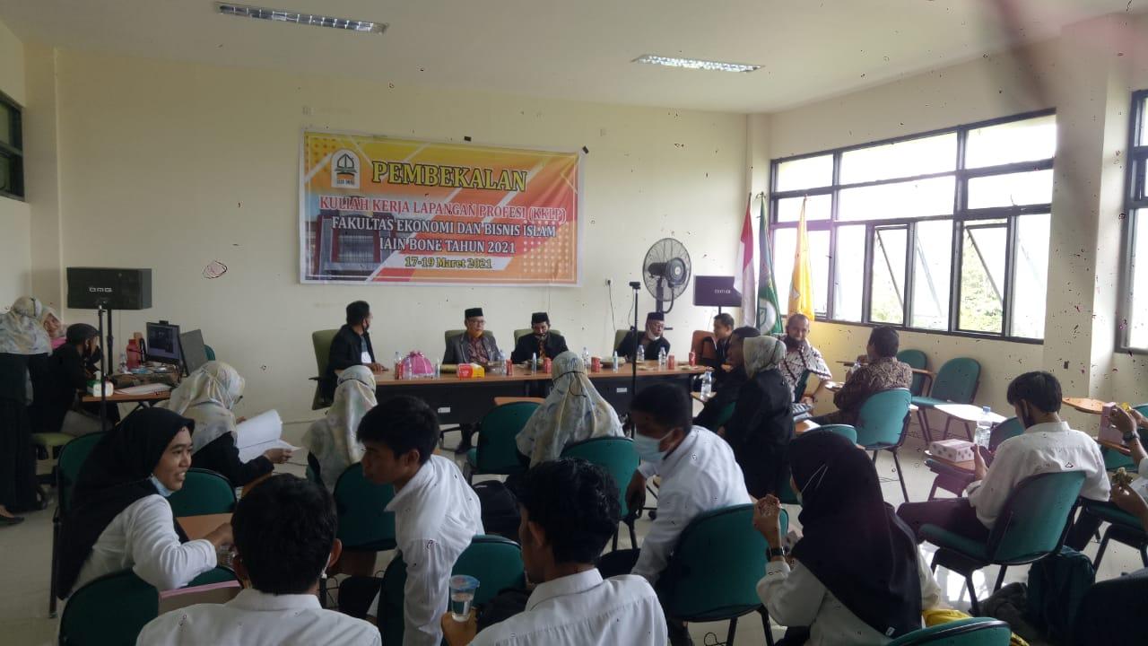 354 Mahasiswa Fak EKOBIS Islam IAIN Bone Ikuti Pembekalan KKLP