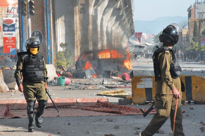 Pakistan akan melarang pesta agama setelah protes mematikan