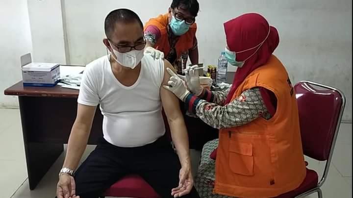 50 Pegawai Disdukcapil Jeneponto Terima Suntikan Vaksin Dosis Kedua