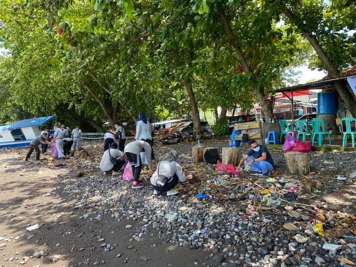 Tingkatkan Tanggung Jawab Sosial, TJSL Jasa Raharja Cab. Sulut Gelar Beach Clean Up dan Penanaman 500 Mangrove