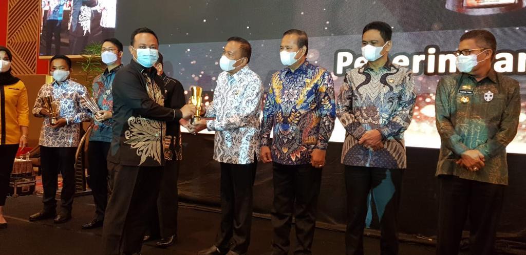 Hari Jadi ke-691, Kabupaten Bone Raih Penghargaan Terbaik Kualitas Dokumen Perencanaan Daerah