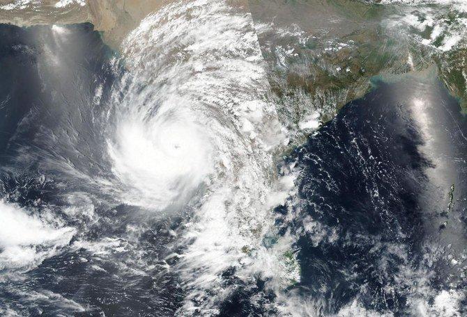 127 Orang hilang setelah kapal tenggelam dalam topan India