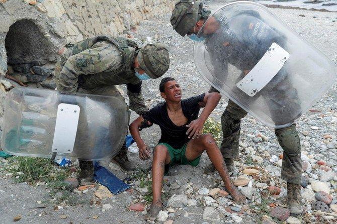 Aku lebih baik mati daripada kembali, kata bocah migran Maroko kepada tentara Spanyol