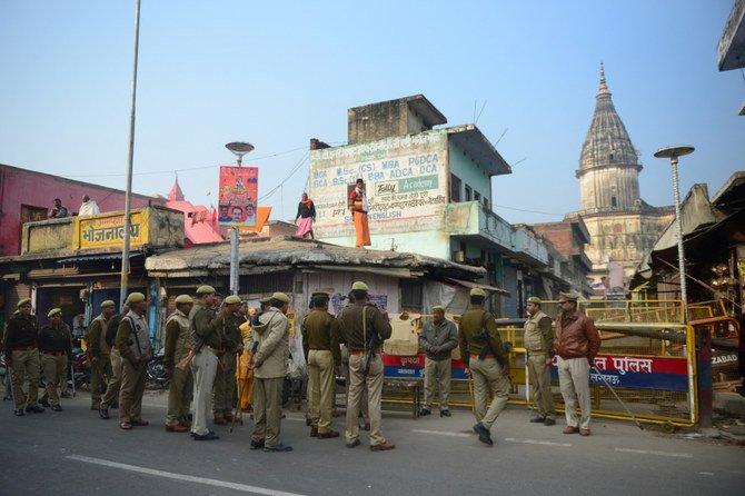 Dalam aksi yang paling menghasut sejak pembongkaran Masjid Babri, Muslim India takut ketika masjid lain dihancurkan