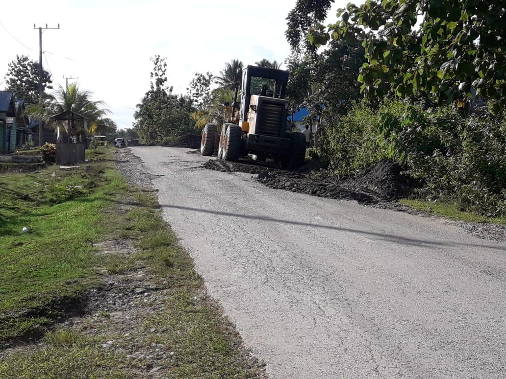 PT. Asmindo Perbaiki Jalan rusak di Sejumlah kecamatan di Konsel