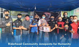 Riderhood Community Jeneponto for Humanity salurkan bantuan bagi warga terdampak banjir di Tarowang