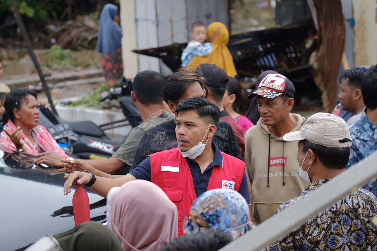 Sehari Setelah Dilantik, Ketua PMI Jeneponto Langsung Terjun Membantu Korban Banjir
