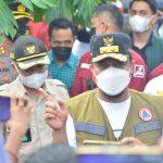 Plt Gubernur Tinajau Lokasi Banjir Di Jeneponto Dan Menyerahkan Bantuan 3,5 Miliar