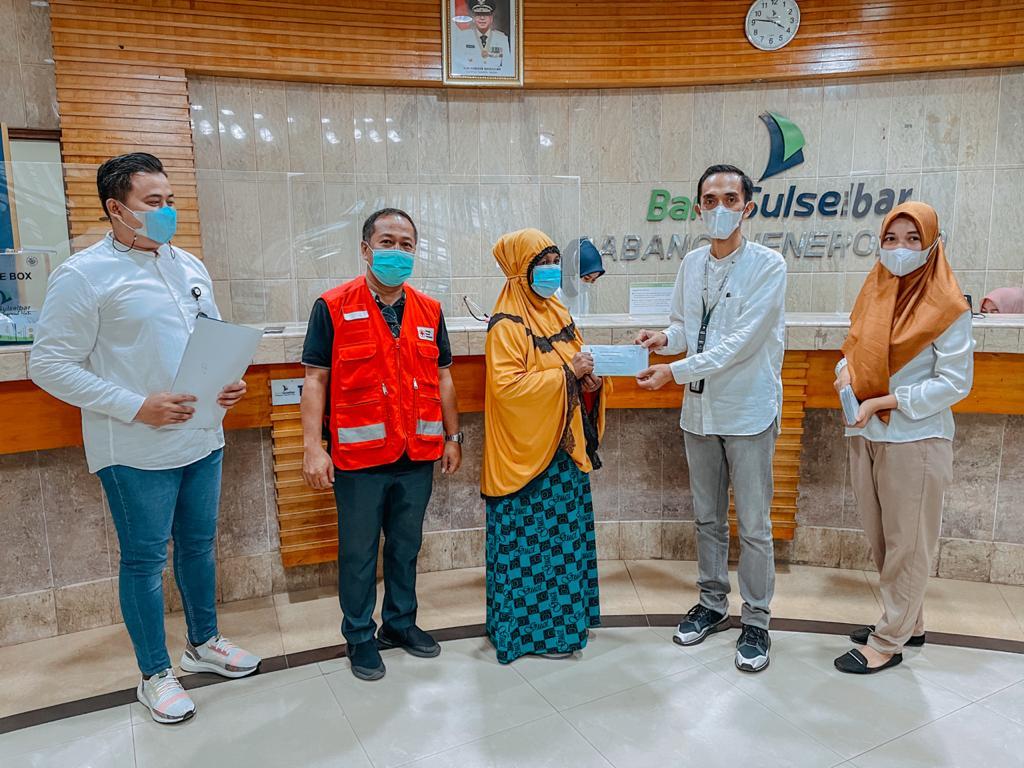 Bank Sulselbar Cabang Jeneponto kembali serahkan Bantuan CSR Senilai Rp.35 Juta Kepada Korban Banjir