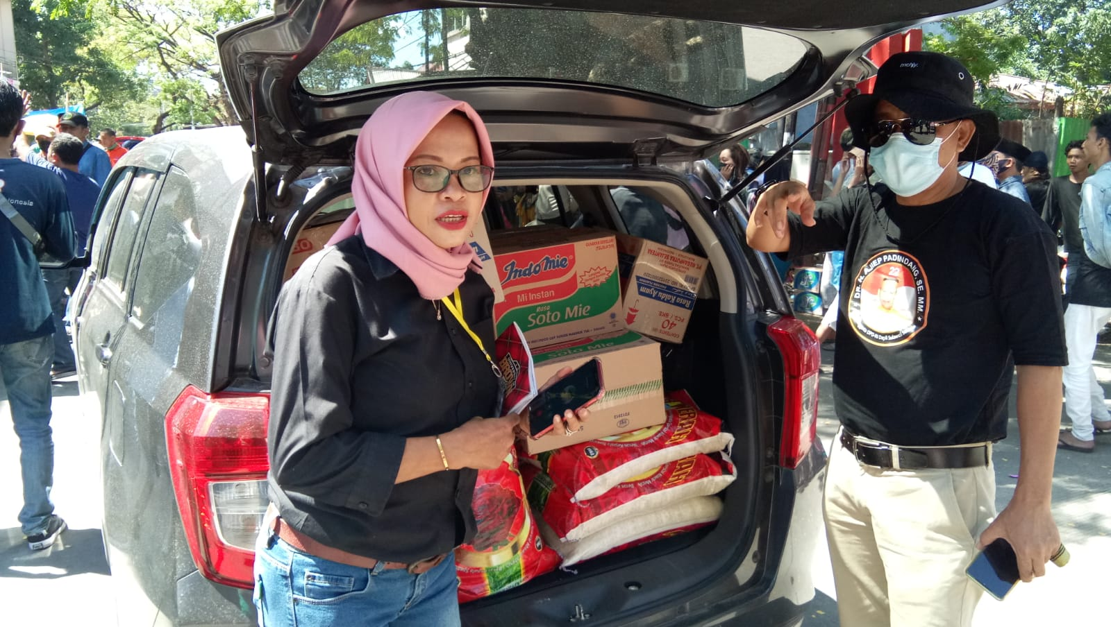 Senator Dr.H.Ajiep Padindang, SE.MM Peduli Korban Kebakaran Di Jongaya Makassar
