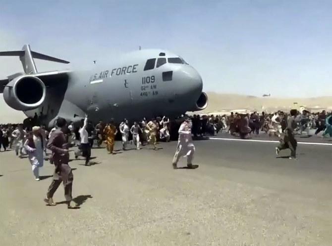 Pesepakbola Afghanistan tewas jatuh dari pesawat AS