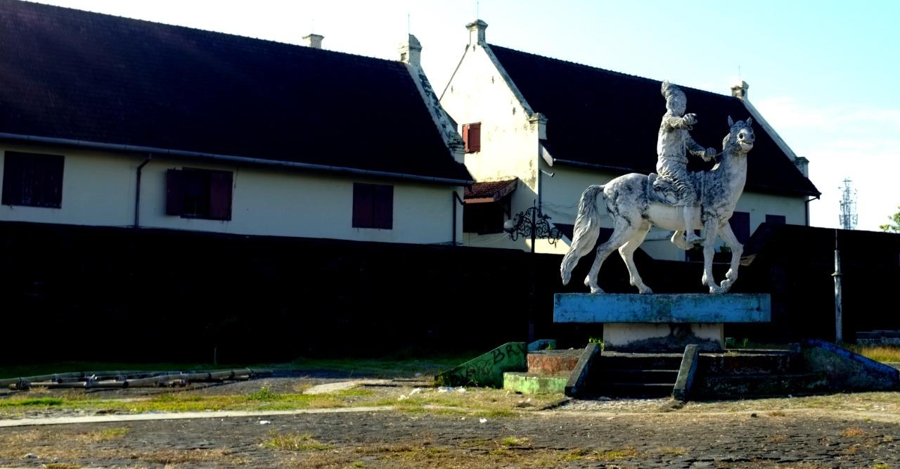 Patung-patung di Kota Makassar SENI KOTA ATAU POLITIK RUANG PUBLIK