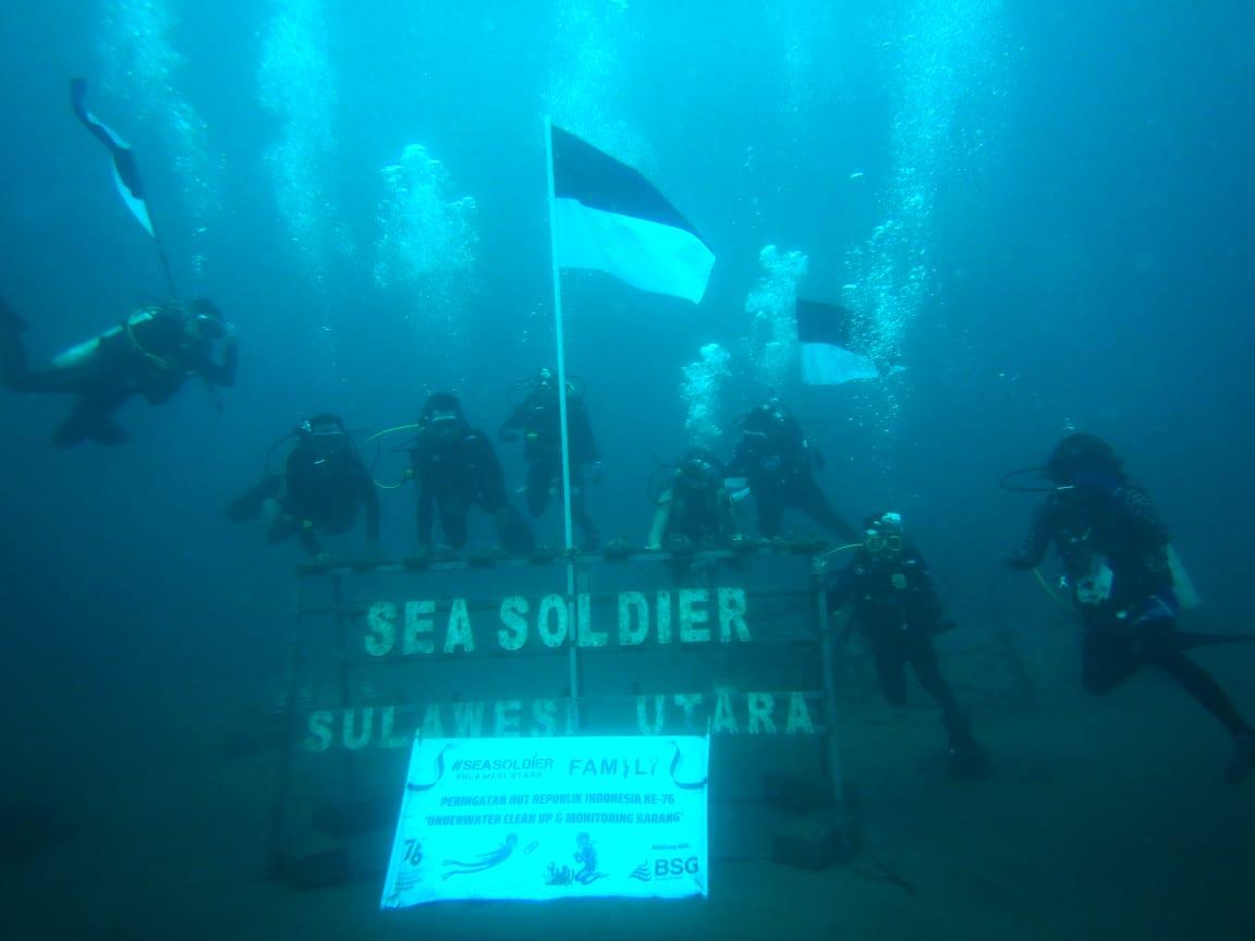 Seasoldier Sulut dan Mudung Family Peringati HUT RI Ke-76 tahun di Bawah Laut