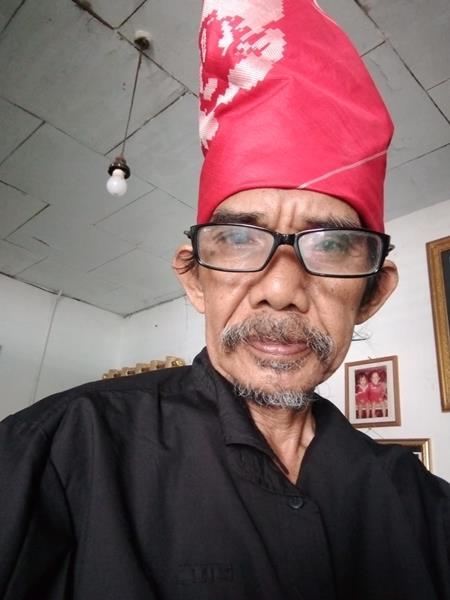 Selangkah Lagi, Ahmadi Haruna Jadi Presiden Baca Puisi Indonesia
