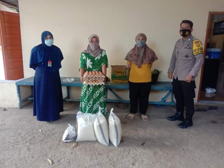 Pendamping BPNT Kecamatan Rumbia Chek Kualitas Sembako Sebelum Dibagikan