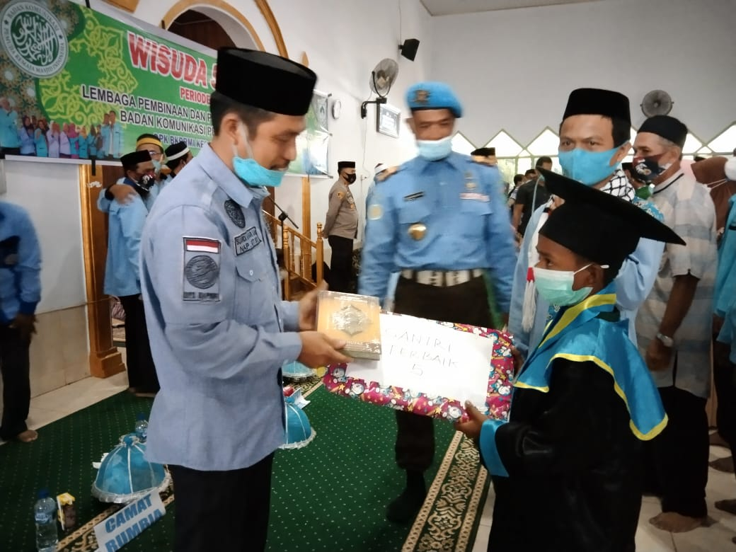 Komitmen Lahirkan Generasi Qur'ani, BKPRMI dan Wakil Bupati Jeneponto Mewisuda Santri di Rumbia dan Bangkala