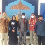Rusdin Tompo Terima Penghargaan Dari RRI Makassar Di Hari Radio Ke-76