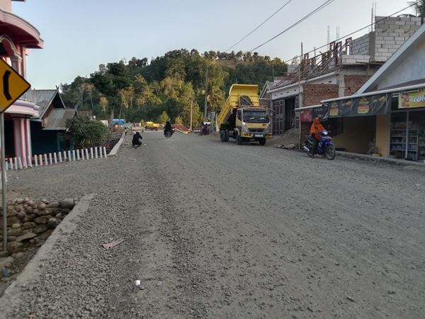 Warga Desa Pattongko Sinjai Keluhkan Debu Proyek Sungai Lolisang